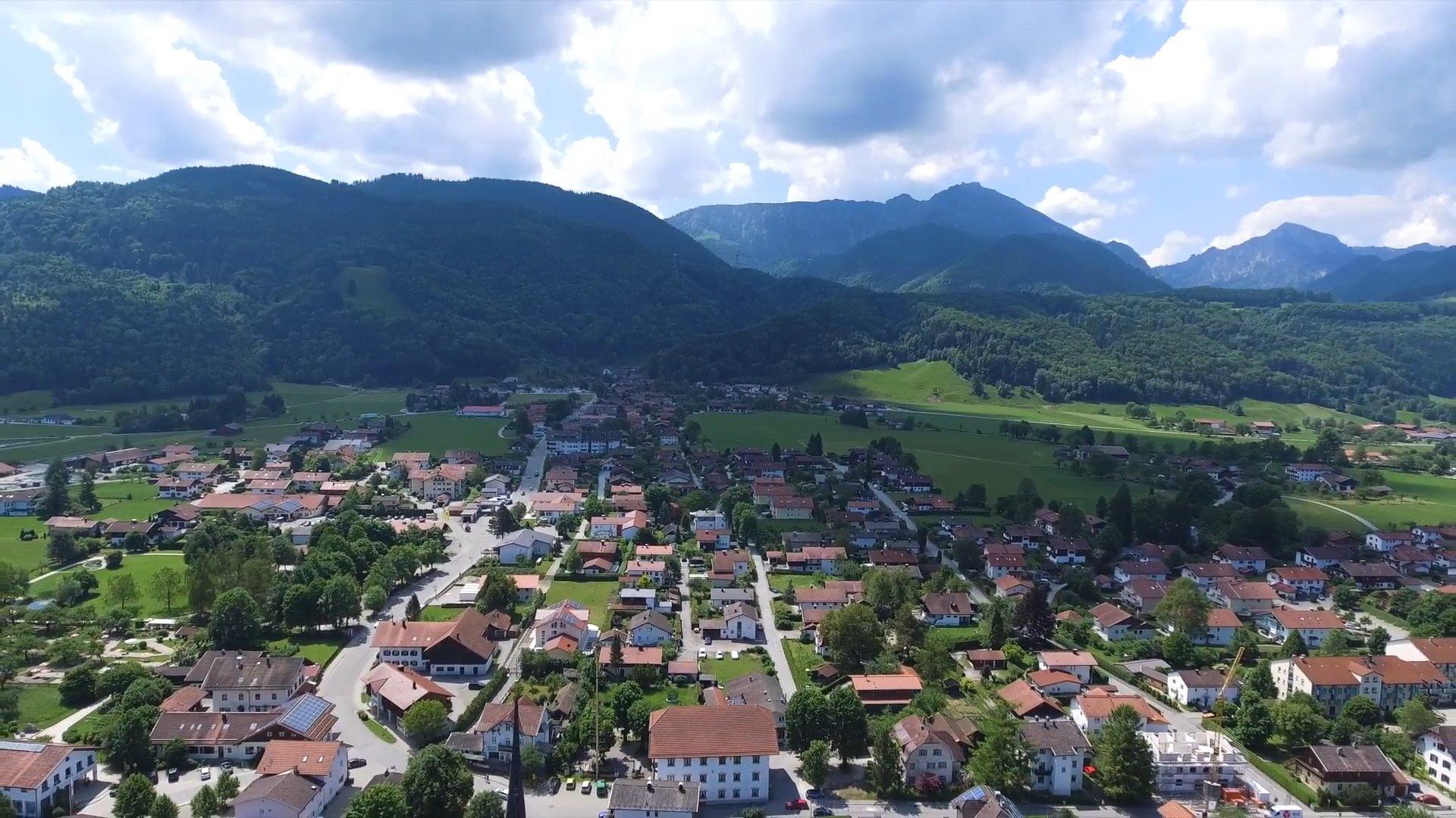Bergen Chiemsee-Chiemgau Drohnenaufnahme