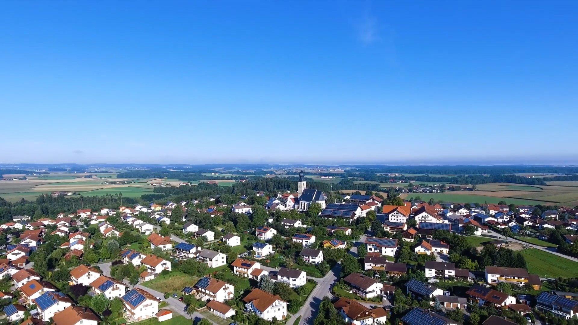 Engelsberg Chiemsee-Chiemgau Drohnenaufnahme
